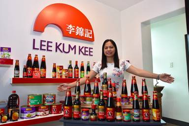 Ms. Maria Lorena Cruz, the runner-up winner, takes home Lee Kum Kee products worth HKD 1,300 (approximately PHP 8,700)