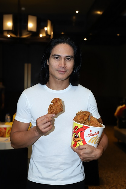 Piolo Pascual with Andoks Bucket